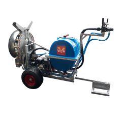 Atomiseur à moteur auxiliaire installé sur remorque